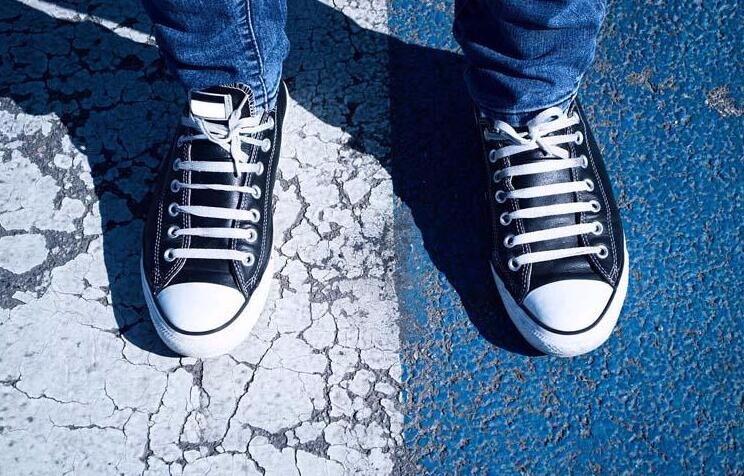 潮鞋当道特有范儿!帆布鞋照样潮翻天