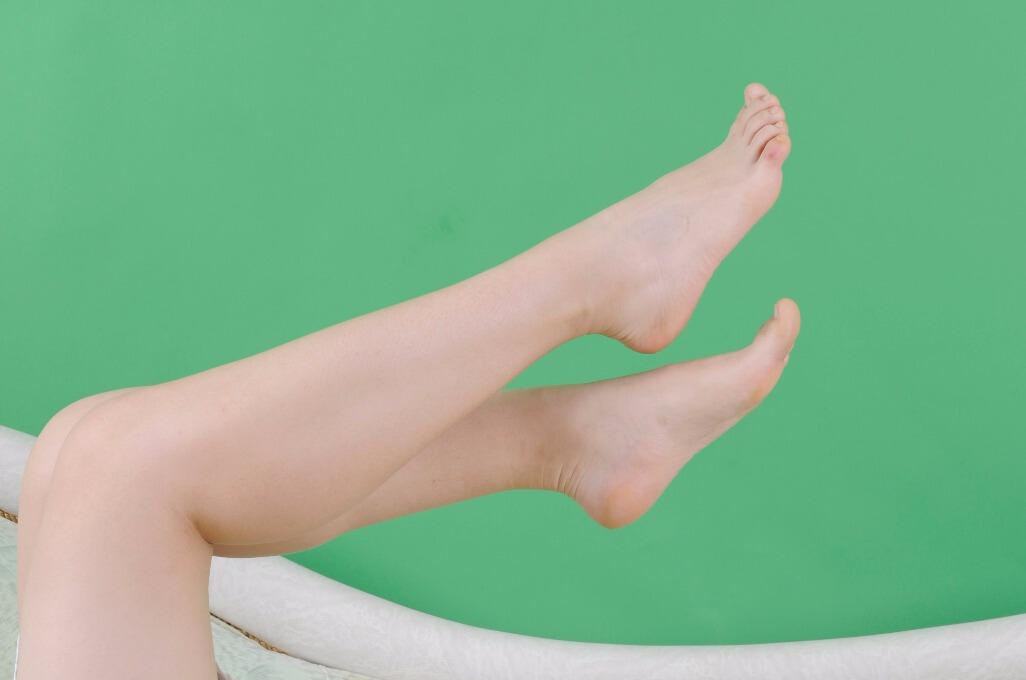 注重养生知识,尤其是对脚部的护理工作