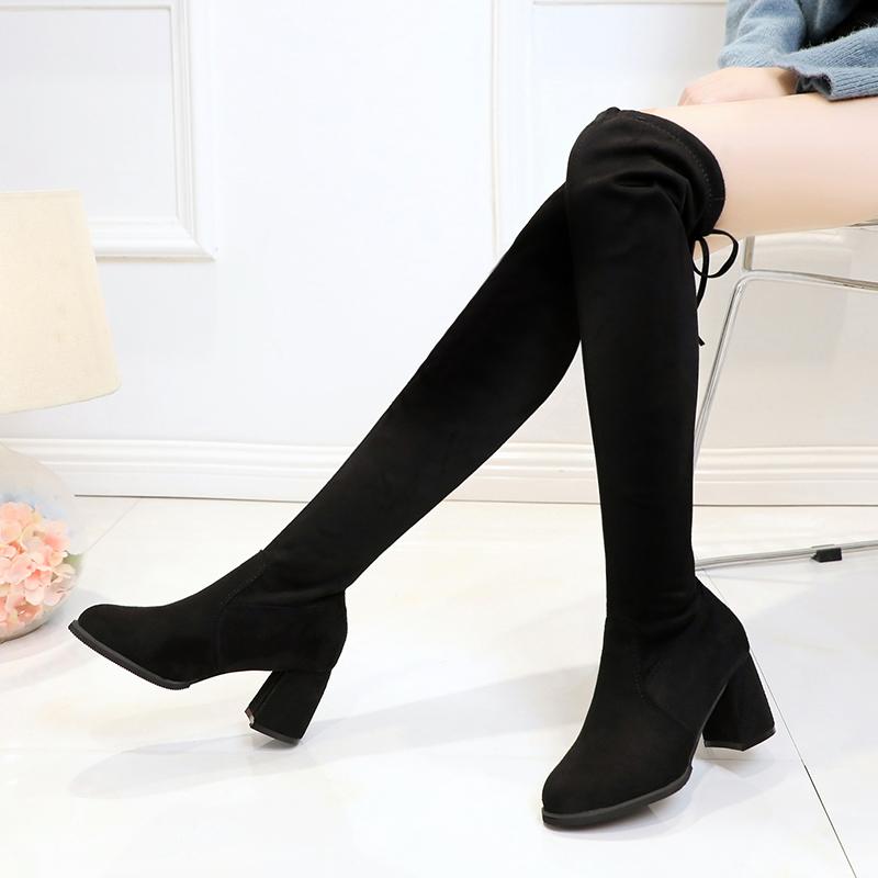 小白鞋虽然时尚,可如今流行丝袜+长筒靴,十个男人九个爱
