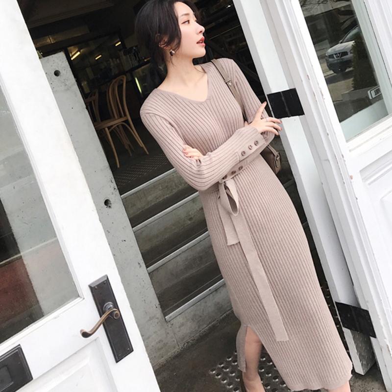 """秋冬不懂穿衣?今年流行的是""""毛衣裙"""",时尚奢华显气质"""