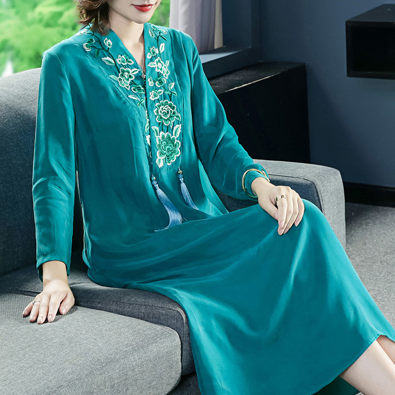 古典美复古汉服重工刺绣V领裙优惠券
