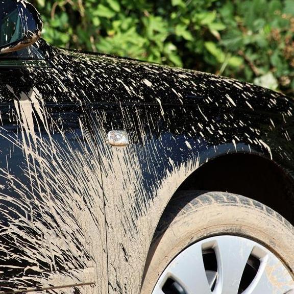 别再装汽车挡泥板了,聪明车主都装这些车品,防尘又隔音,特实用