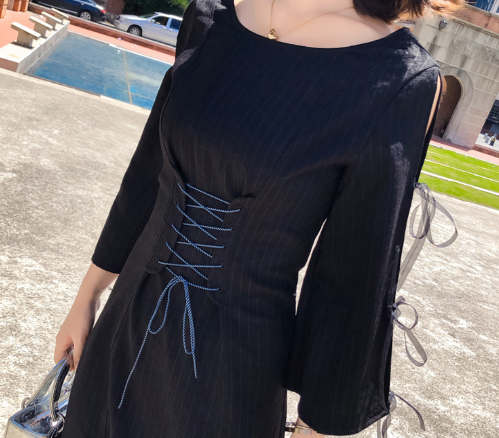 女人一定要有属于自己的小黑裙,什么都不做,光站在那就艳压群芳