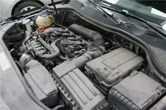 发动机上全是灰?别拿水擦!有个小窍门,天开新车,才一包烟钱