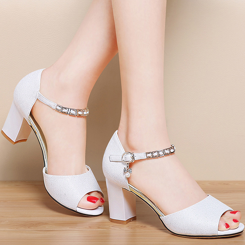 夏季新款女鞋时尚百搭韩版显瘦粗跟优惠券