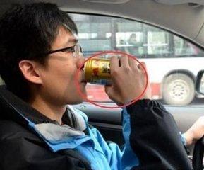 """长途开车困了别傻傻喝红牛咖啡!一张提神""""纸"""",开车多久不打盹"""