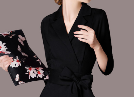 女人过了51岁,经济允许的,学下面穿优雅一步裙,一步比一步美