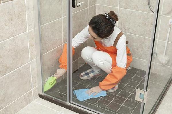 大多家庭都拆掉了淋浴房!看看人家家里的新式厕所,美观又省空间