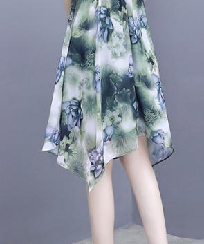"""今年流行这样的女裙,叫""""晚风裙"""",7080女人穿白嫩美特迷人"""