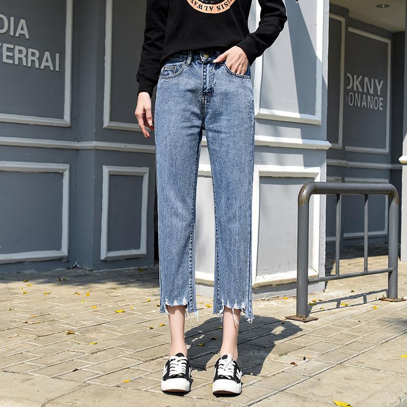 现在的时髦潮女牛仔裤,高挑又显气质,质感和款式都相当不错