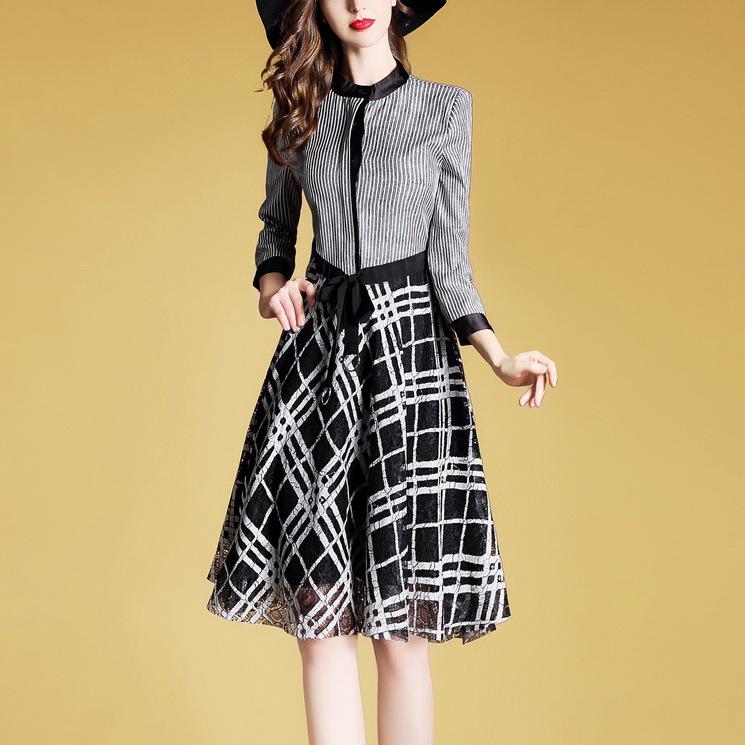 真的好美!老婆穿上刚买的连衣裙,年轻洋气,像极了20岁女孩