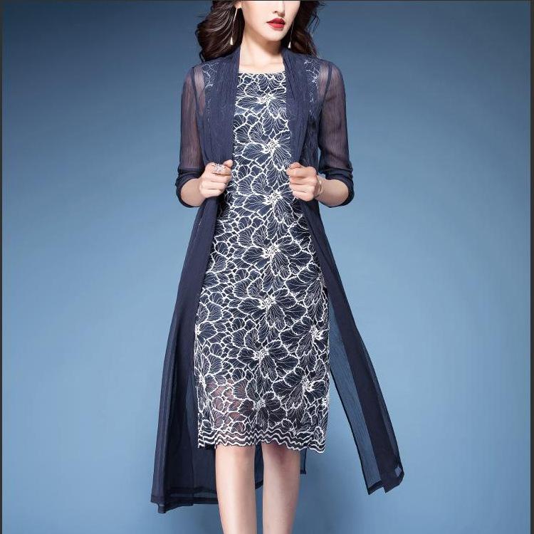 身材胖的女人秋天怎么穿?尽量穿欧版秋裙,美得犯规,胜过减肥