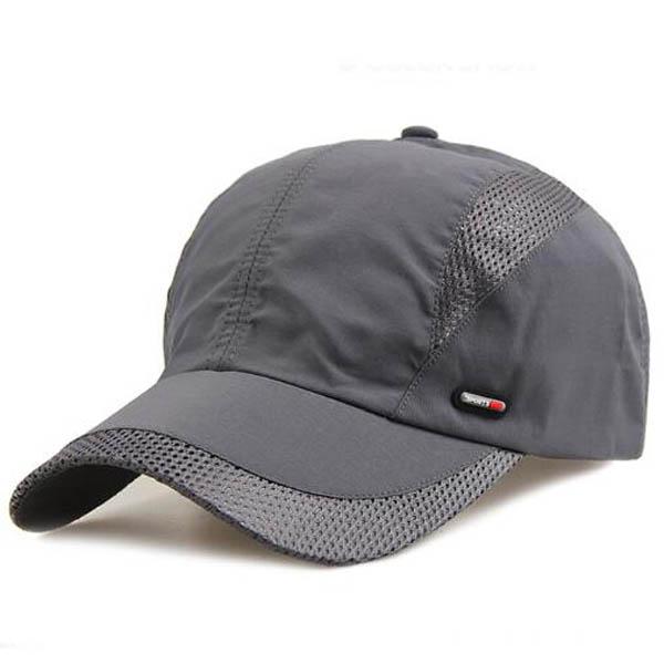 """帽子戴的好,出门不显老,现流行这几款""""太阳帽"""",帅气又有范儿"""