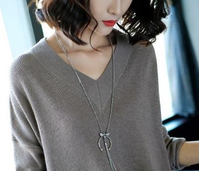 惊呆了!妈妈穿这针织衫+烟管裤,年轻瘦美,谁都看不出49岁了