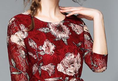 女人年逾50也能穿出年轻感,建议常穿薄秋裙,款款美到心扉里