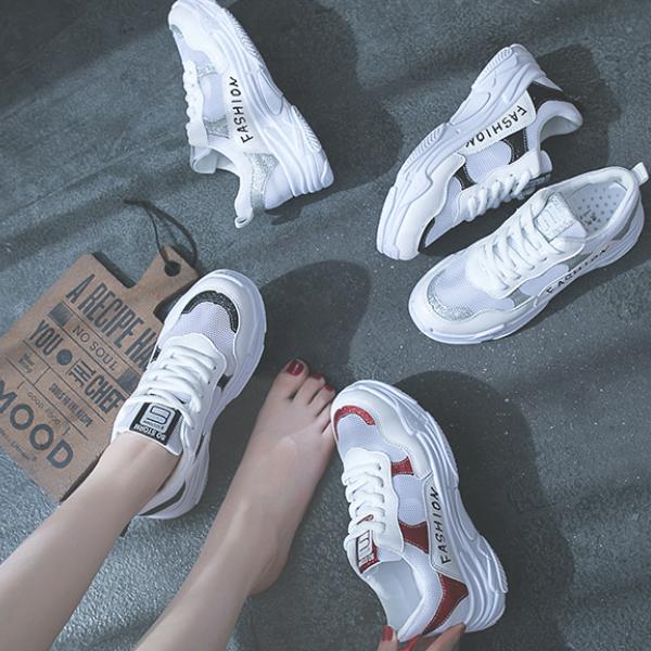 女人过了20多穿小白鞋,时髦又减龄,真是特别好看呢
