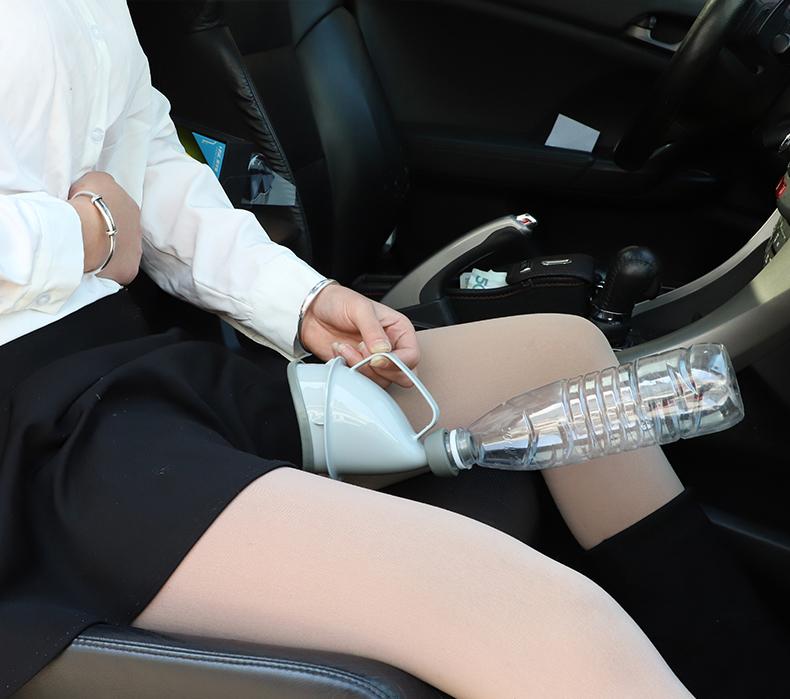 女人高速车上尿急怎么办?别不好意思不看,支你一招轻松解决尴尬