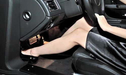 怪不得领导把汽车脚垫全扔了,今流行这些车品,比豪车气派还享受