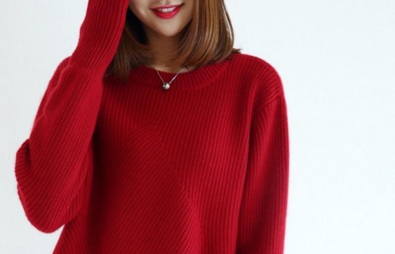 """毛衣不兴了!70后都爱穿这""""玫瑰红""""冬裙,配裸"""