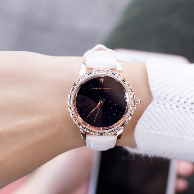 自从我买了这款腕表,手上再也不戴别的装饰了