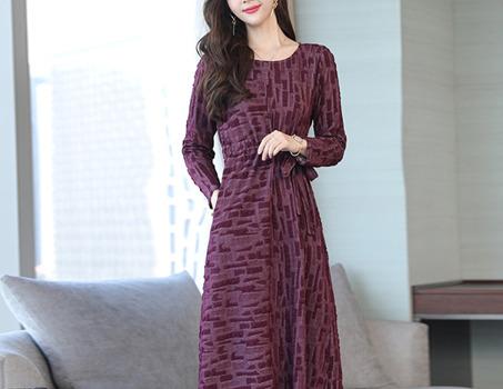 凌晨刚上市的连衣裙,太漂亮了,老婆一眼看中买3件,时髦更有气