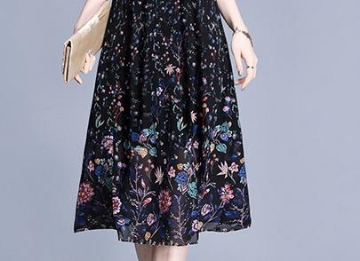 讲实在的,这裙子是有点贵,但真的美!特别是60后穿,高贵年轻