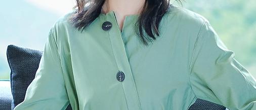 """70后的女人,花花绿绿太俗气,不如穿这些""""素雅裙"""",显瘦减龄"""