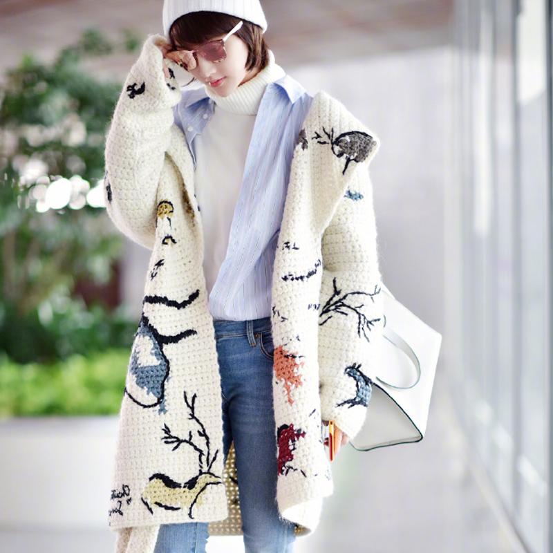 """早秋别总穿风衣,今年流行穿""""开衫"""",好穿洋气,时髦忒好看"""
