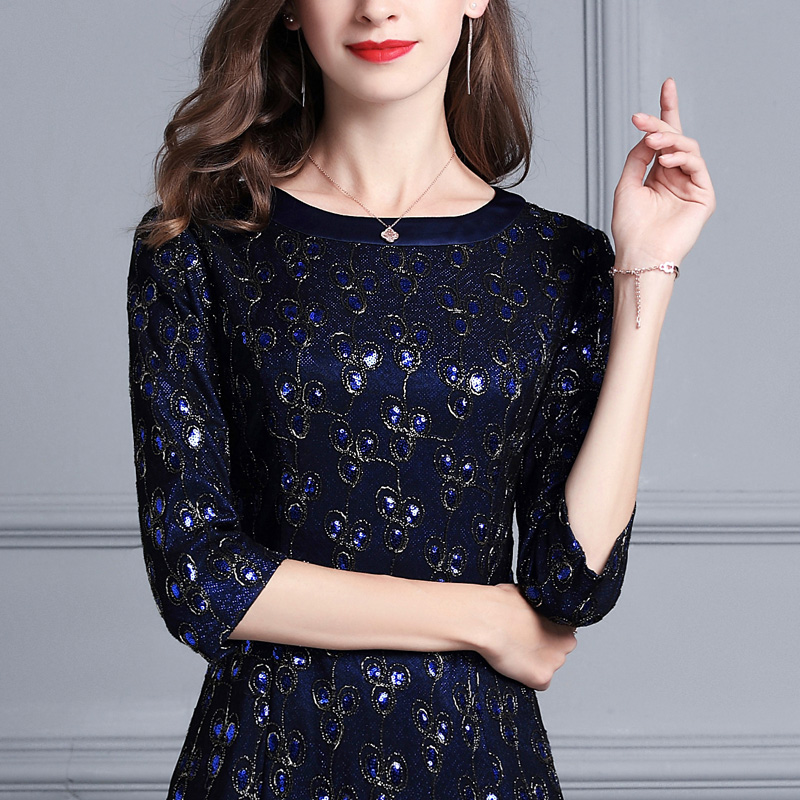 太美了,40岁女人穿出了不一样的气质,精致秋风连衣裙,真美