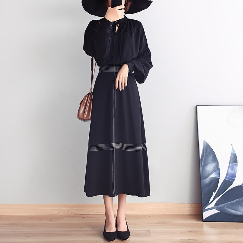 秋后温差大,建议少穿风衣!多穿这种黑天鹅裙,一件比一件高雅美