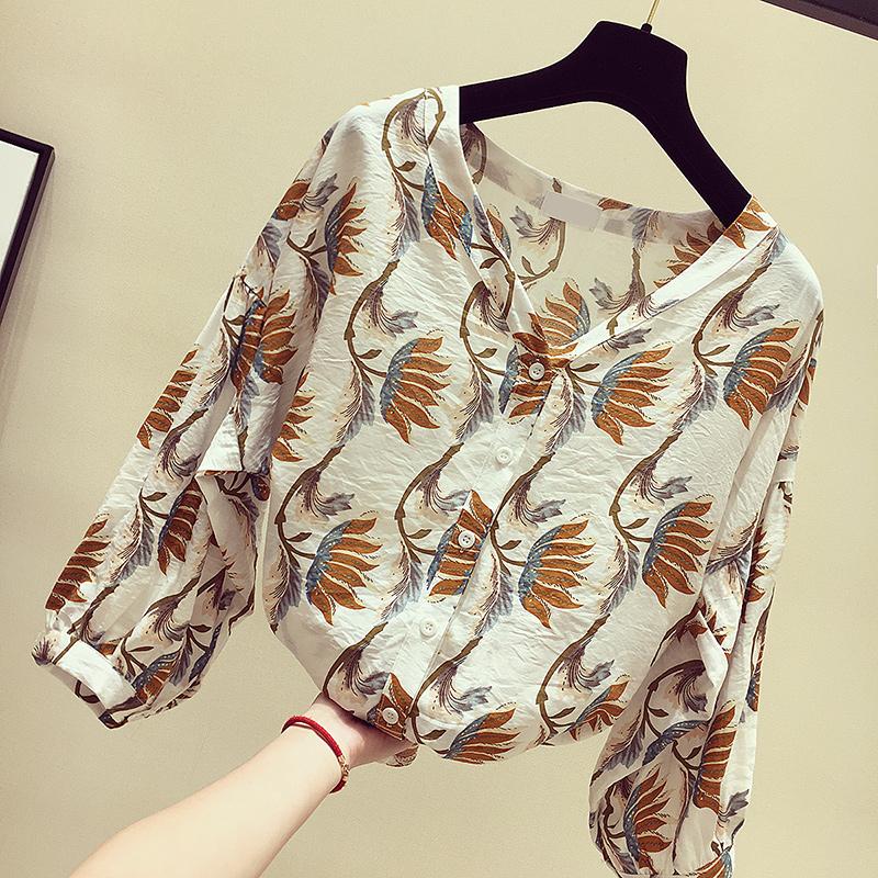 立秋后,别傻傻穿毛衣,时髦女人都穿这种小衫,不贵但是特别洋气