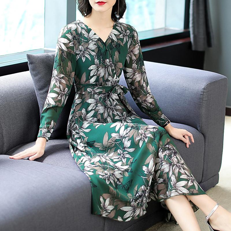 上半身胖的女人,最适合穿这几款连衣裙,穿上之后时髦显瘦又减龄