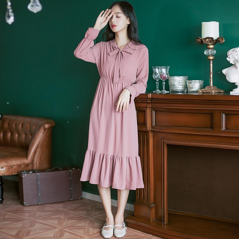 老婆个子比较矮,出门都穿这样A字裙+高跟鞋,太显高又女人味